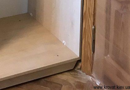 шкафу купе со срезом под плинтус