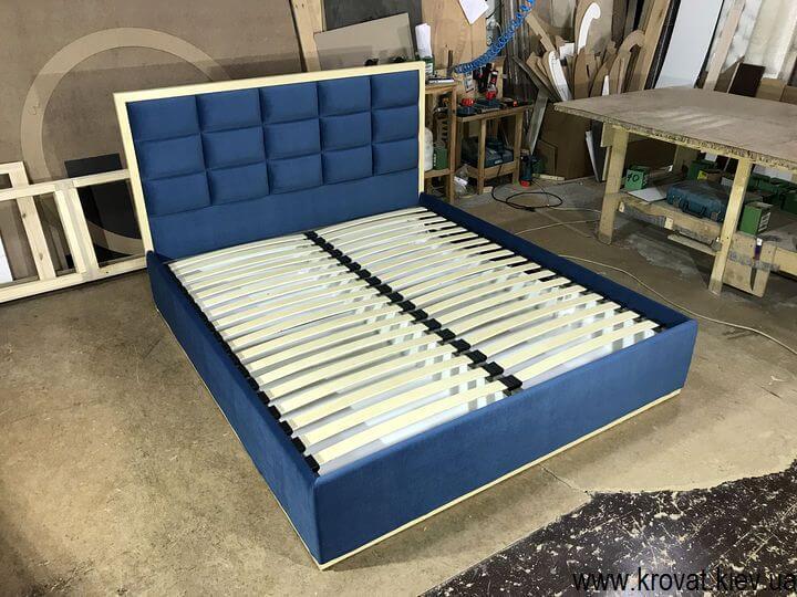 кровати с деревянной рамкой на заказ