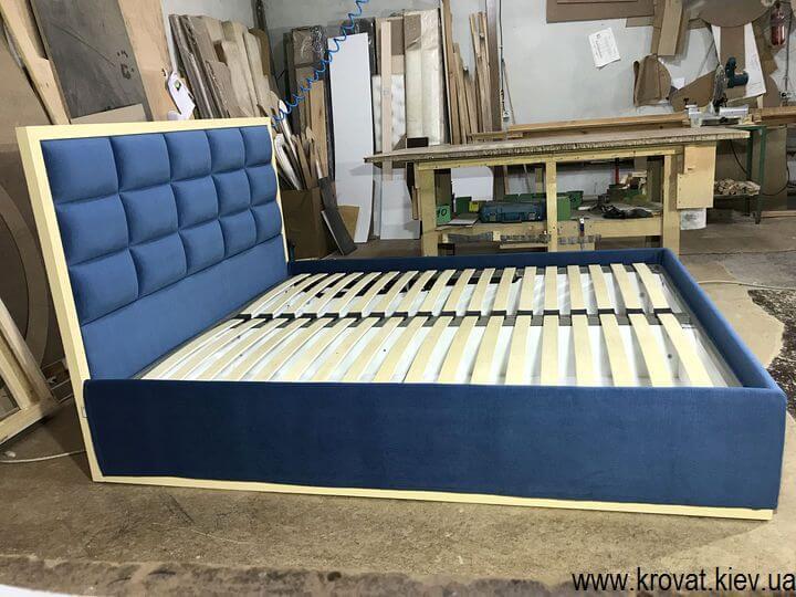 кровать с деревянной рамкой спинки на заказ