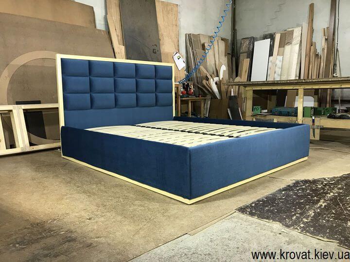 кровать с рамкой из дерева на заказ