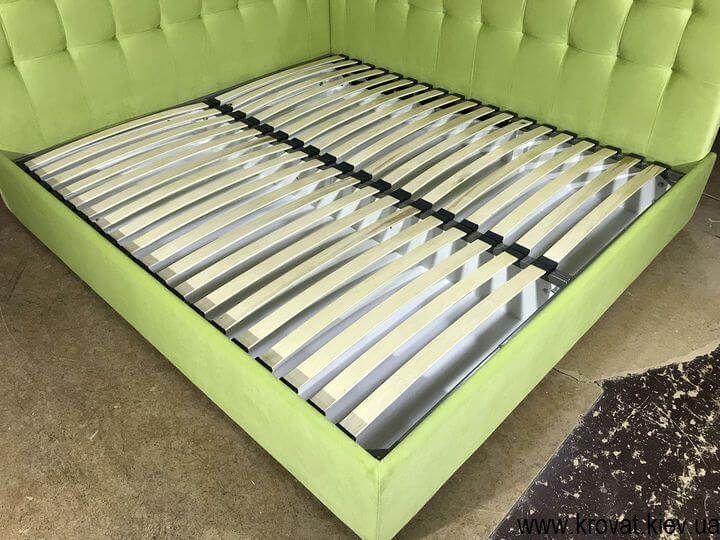 угловая кровать с мягкой боковой спинкой на заказ