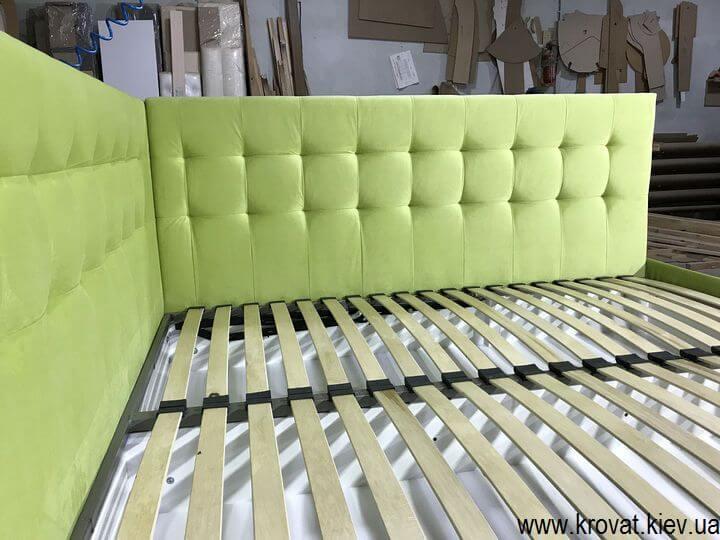 кровать в спальню с мягкой боковой спинкой на заказ