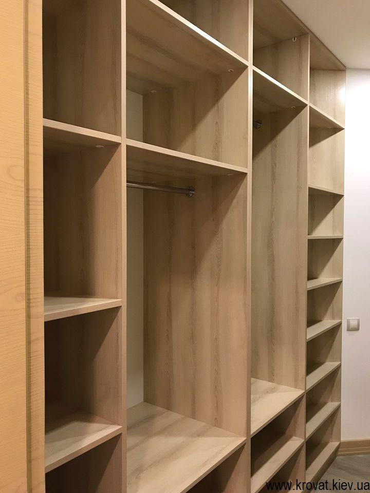 вбудована гардеробна