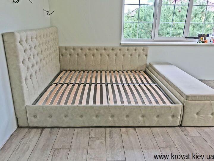 двуспальная кровать в угол спальни на заказ