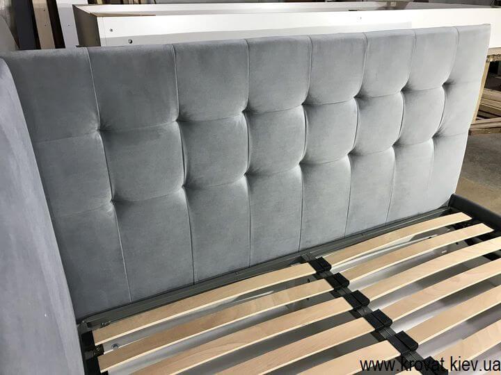 угловая кровать в нише на заказ для однокомнатной квартиры