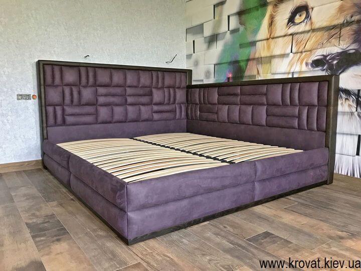 кутове ліжко 200х220 в інтер'єрі приватного будинку