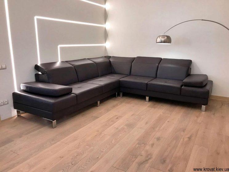 кожаный диван в интерьере гостиной на заказ