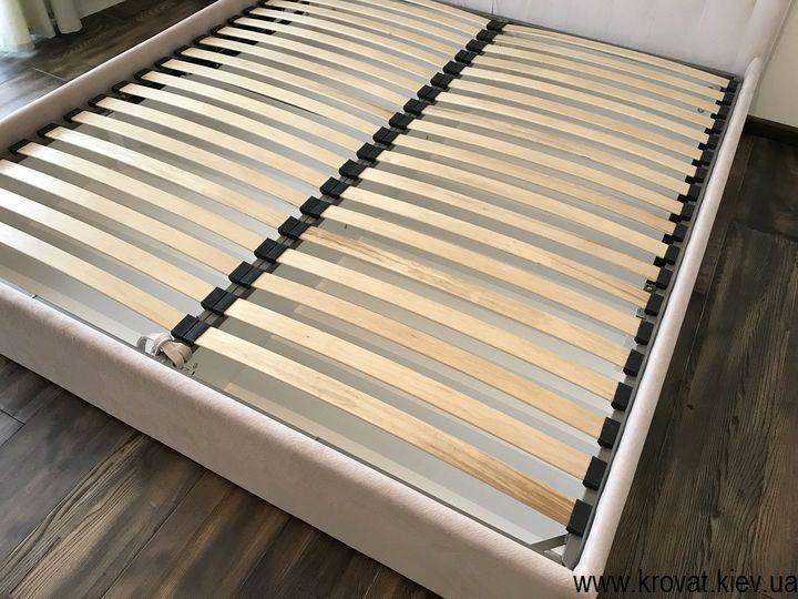 двуспальная кровать с тканевой обивкой на заказ