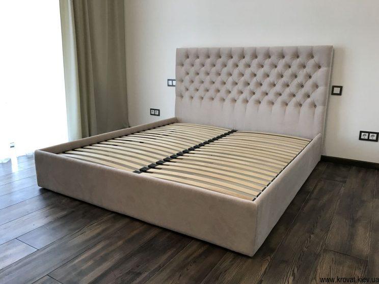 двуспальная кровать с тканевой обивкой на заказ для спальни