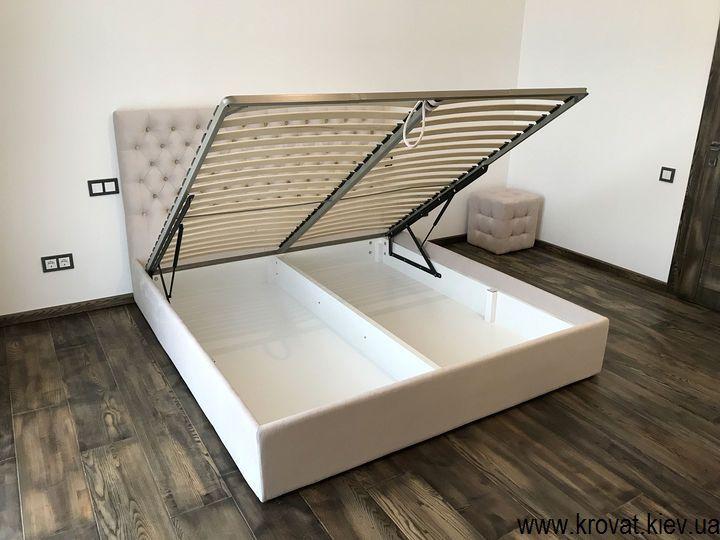 двуспальная кровать с тканевой обивкой с подъемным механизмом на заказ