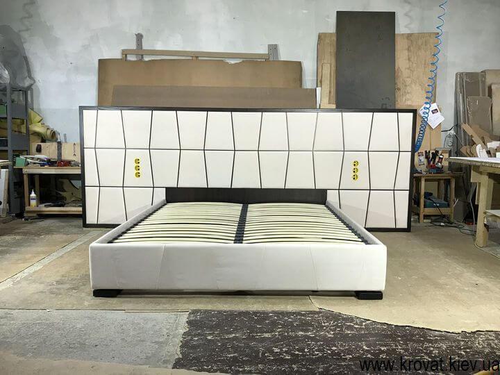 эксклюзивная кровать с широкой спинкой на заказ