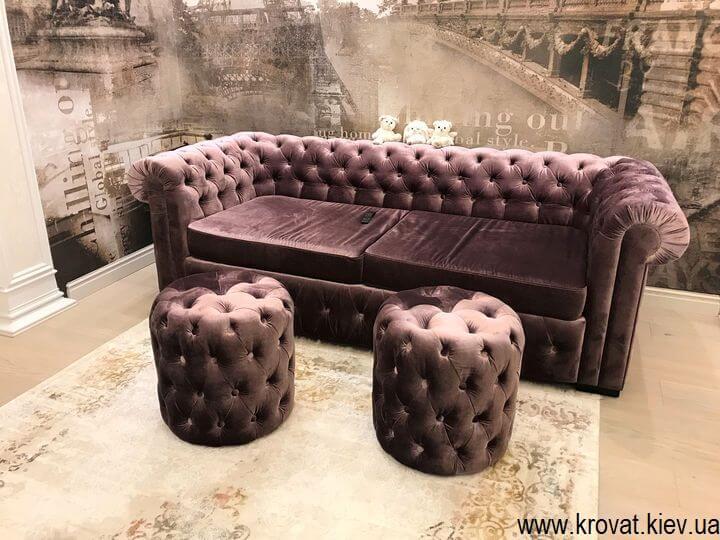 диван Честер в ткани на заказ в интерьере гостиной