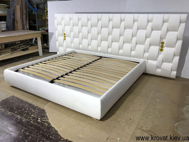 элитная кровать с широкой спинкой на заказ