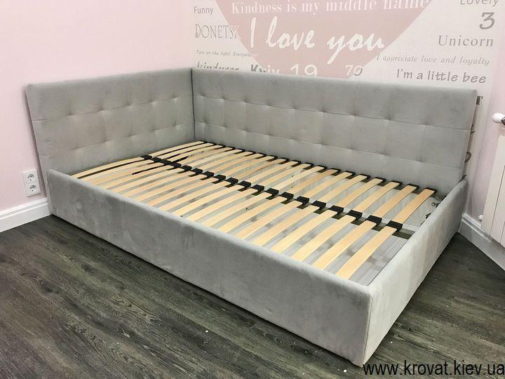 ліжко для дівчинки 10 років в інтер'єрі спальні