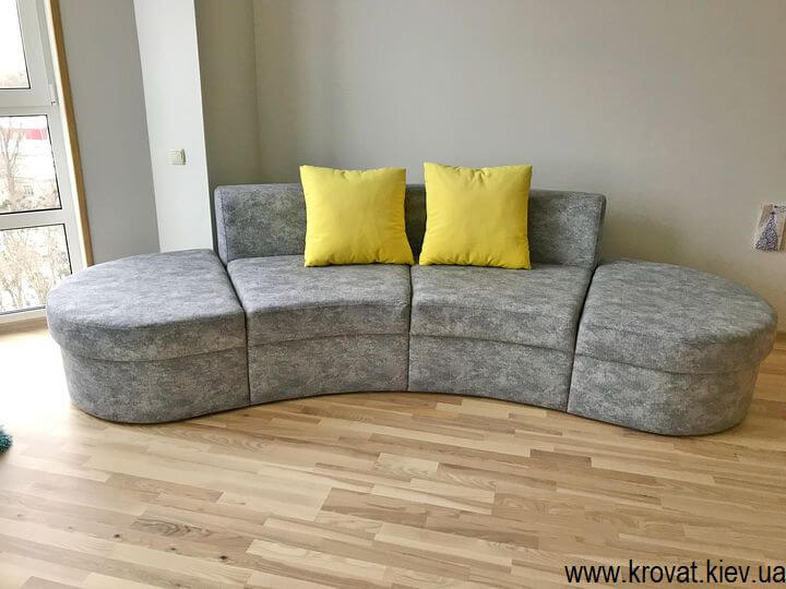 небольшой полукруглый диван в гостиную на заказ