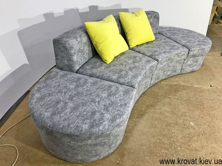 маленький полукруглый диван в гостиную на заказ