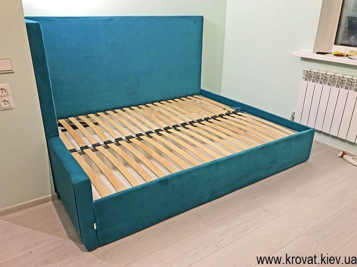 угловая кровать с подъемным механизмом в интерьере на заказ
