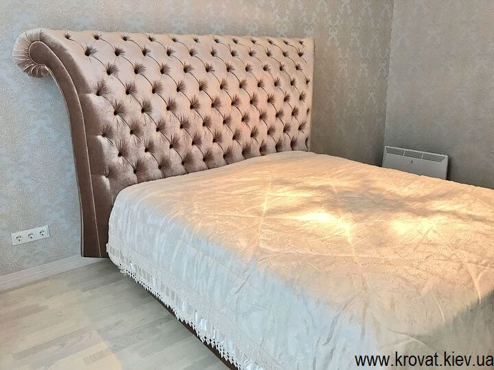 двоспальне ліжко Італія в інтер'єрі спальні