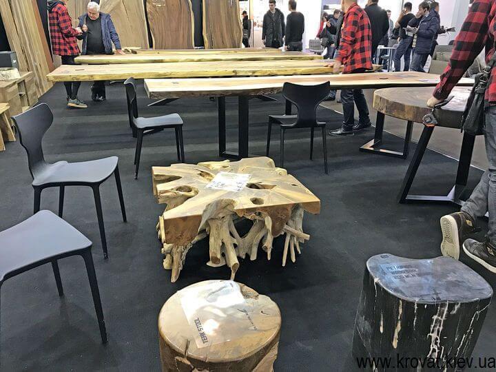мебель из дерева на мебельной выставке в Киеве
