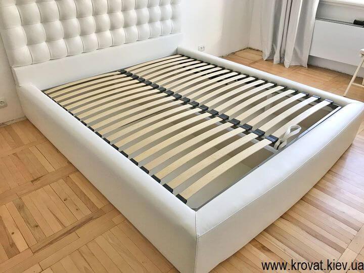 мягкая кровать со стеновой панелью на заказ