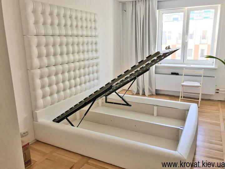 ліжко зі стіновою панеллю з підйомним механізмом