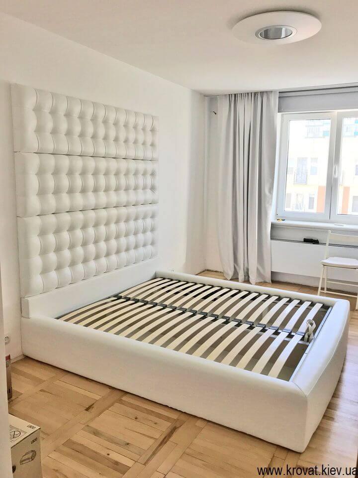 ліжко зі стіновою панеллю