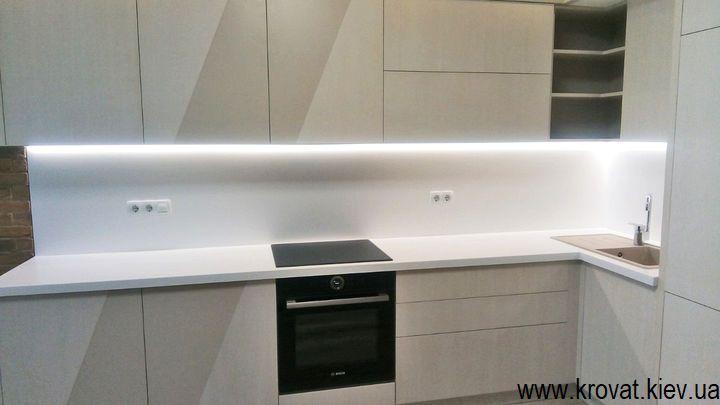 шпонированная кухня с подсветкой на заказ