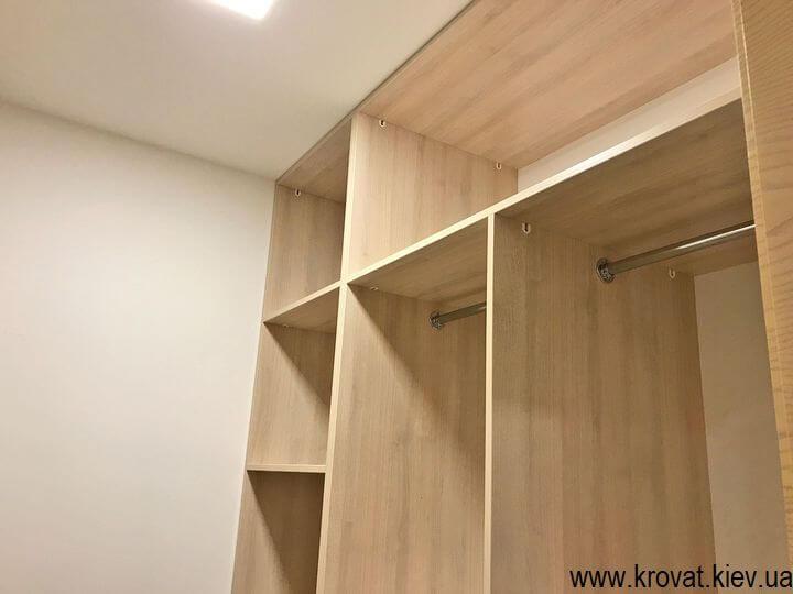 гардеробна кімната в квартирі