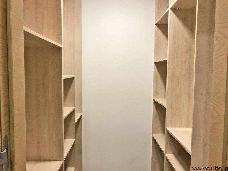 гардеробна кімната в квартирі на замовлення
