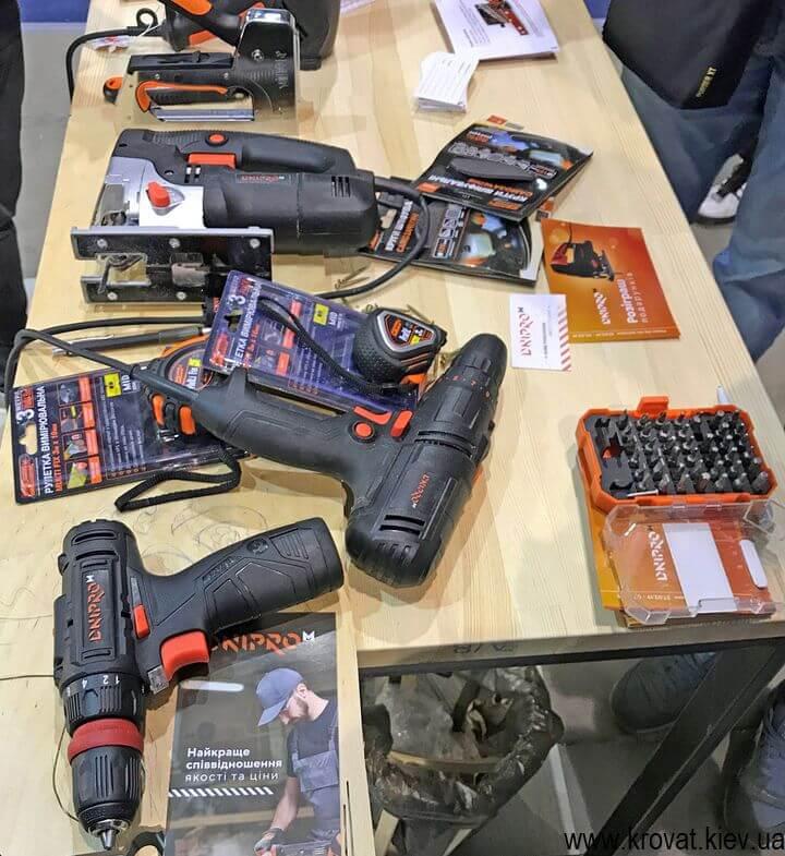 инструменты для мебели на мебельной выставке в Киеве