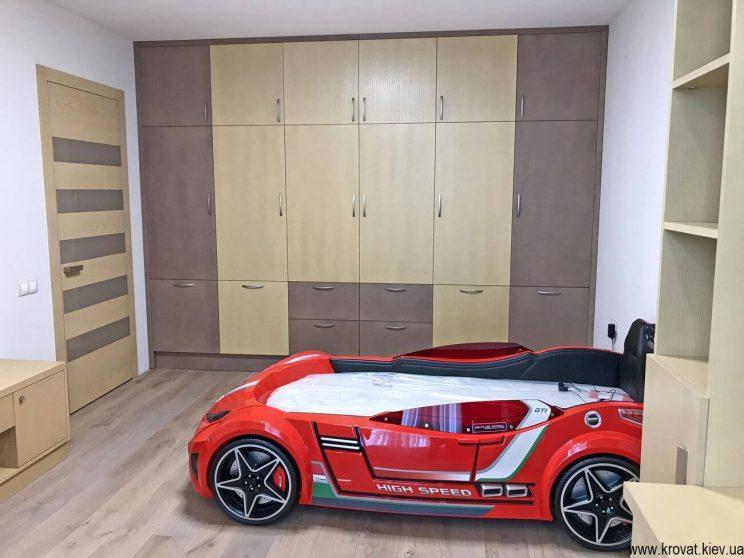шкаф в интерьере детской спальни