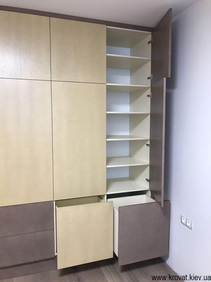 шкаф с распашными фасадами на заказ