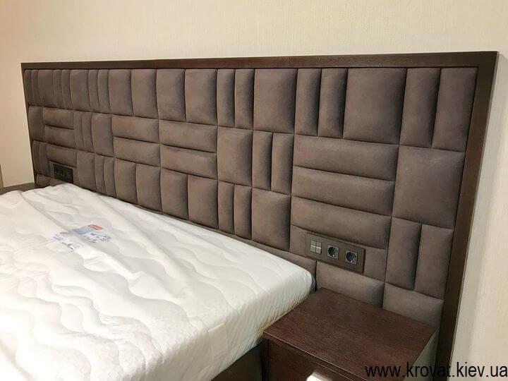 большая кровать в спальню с широким изголовьем на заказ