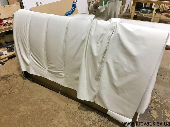 изготовление кожаных кроватей на заказ в Киеве