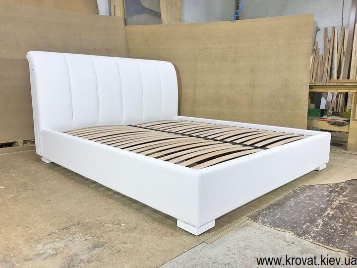 кровать с кожаным изголовьем на заказ
