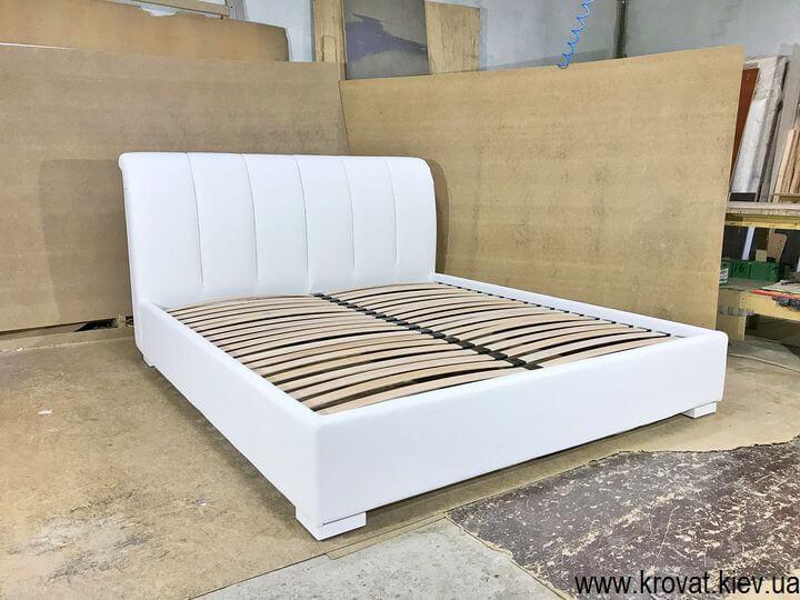 двуспальная кровать с кожаным изголовьем на заказ