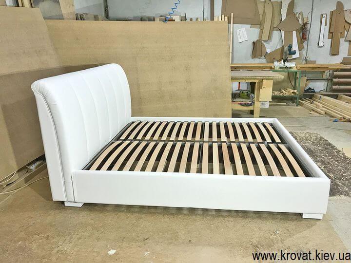 мягкая кровать с кожаным изголовьем на заказ