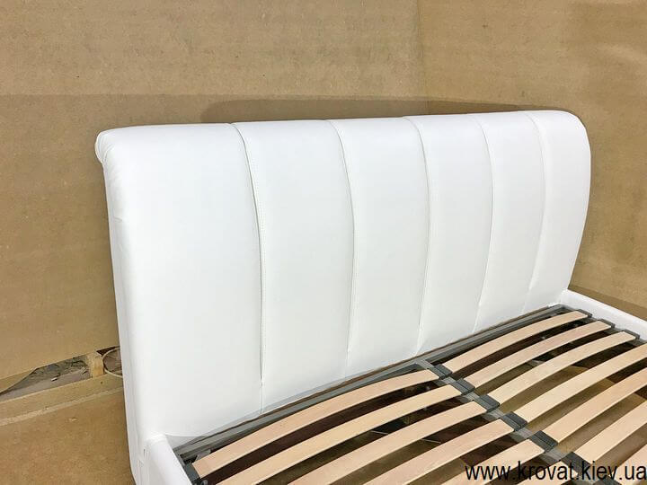 кровать с кожаным изголовьем в спальню на заказ