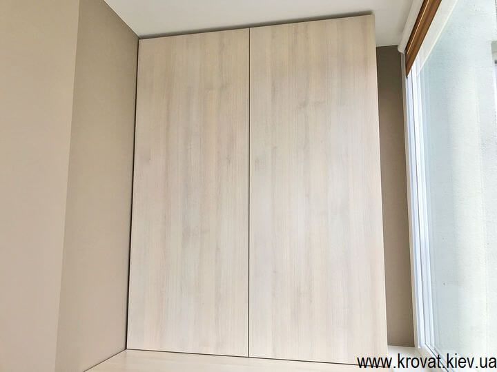 распашной шкаф на балкон под заказ