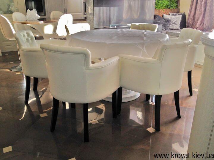 стильные кресла в коже для гостиной на заказ