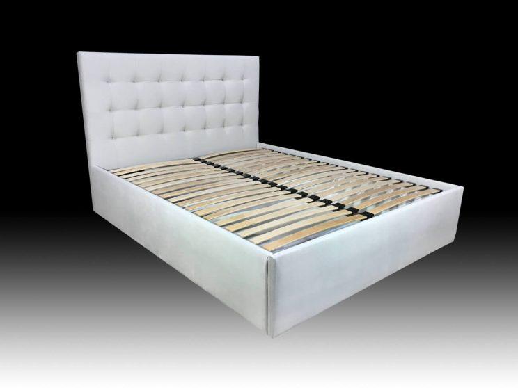 двуспальная кровать в маленькую спальню на заказ