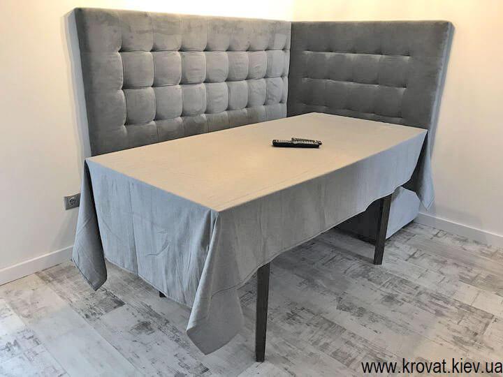 кухонный уголок в интерьере со столом