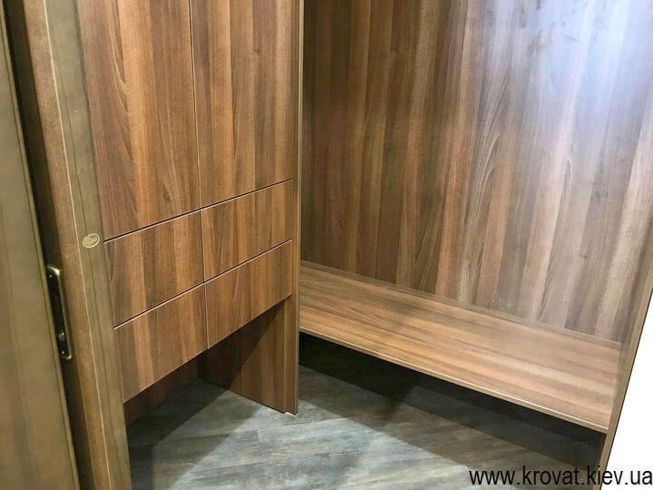 дизайн маленької гардеробної кімнати на замовлення