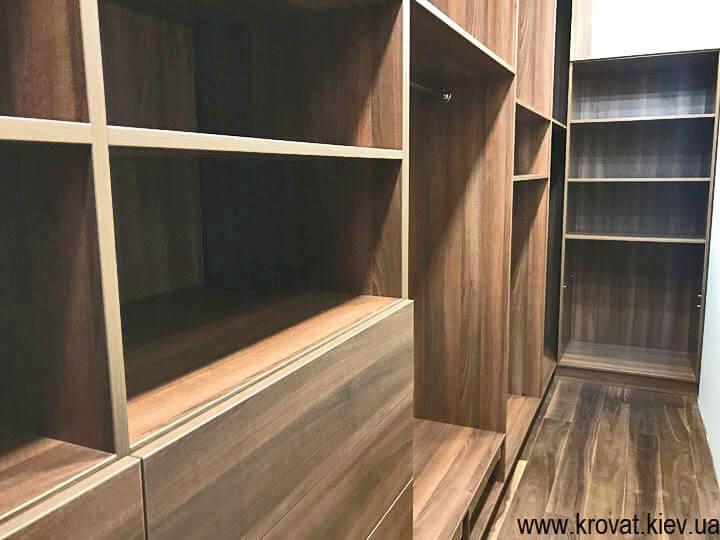 большие гардеробные комнаты на заказ
