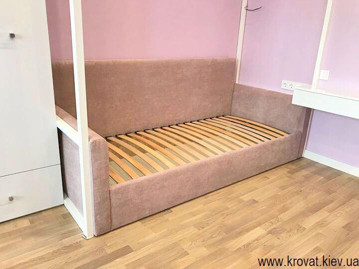 кровать диван для девочки в интерьере спальни