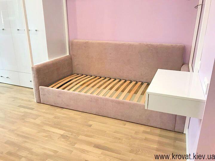 кровать диван для девочки в интерьере комнаты