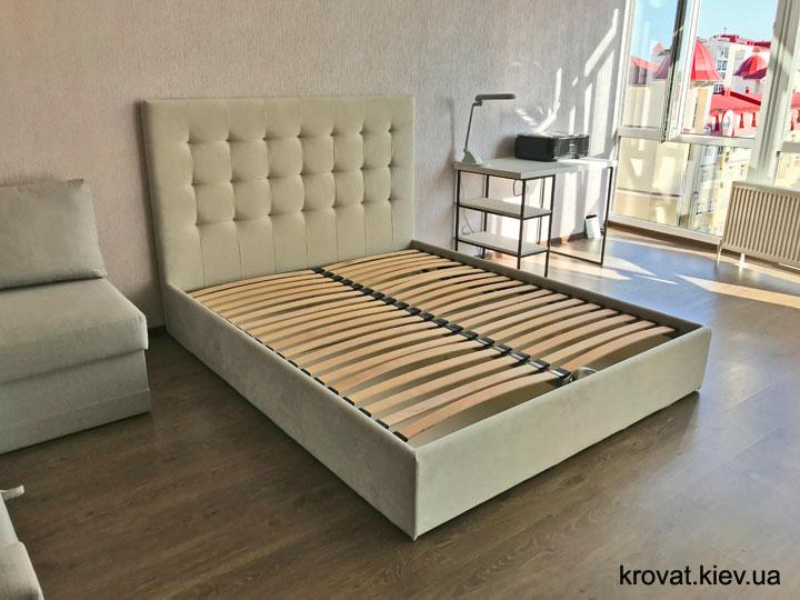 двуспальная кровать в интерьере спальни на заказ