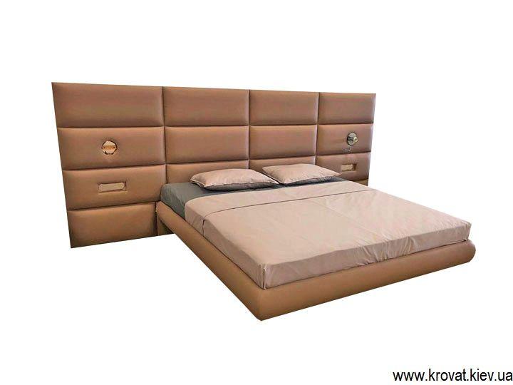 кровать на высоких ножках