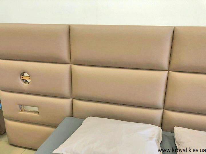 узголів'я ліжка з вбудованими розетками
