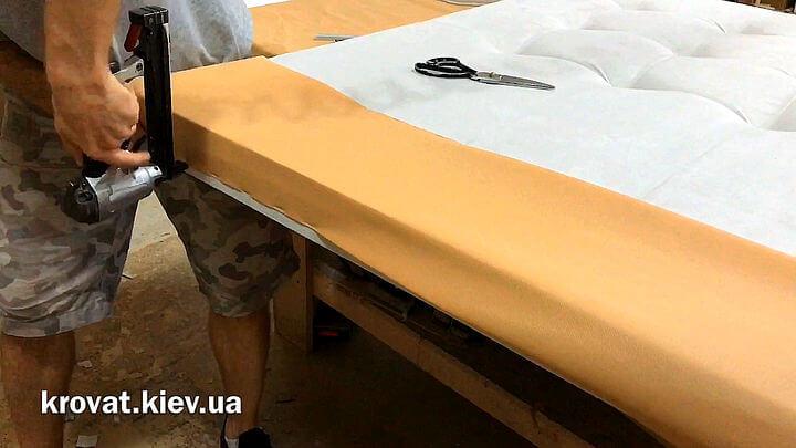 кровать с мягкой спинкой своими руками